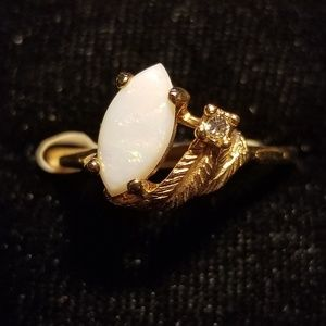 Beautiful opal ring - 18k gold plated ring